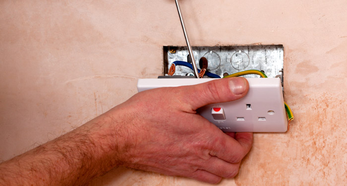 plumber_fixing_socket